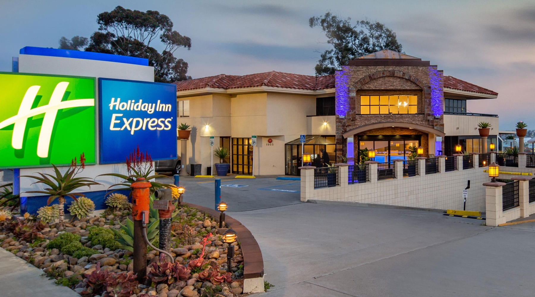 Holiday Inn Express Mission Hills